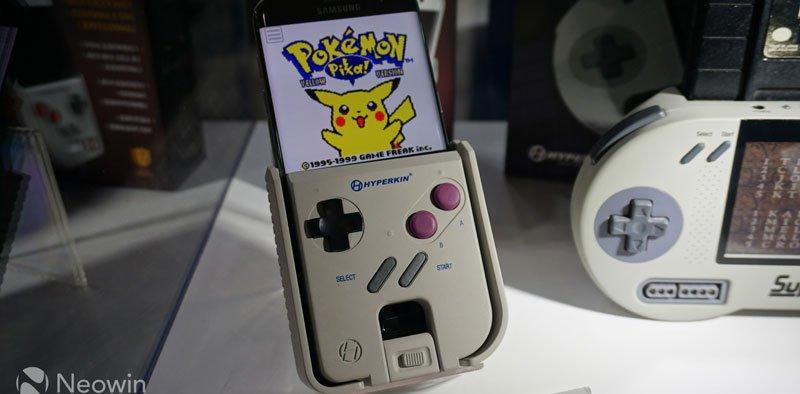 Essa capa de celular  transforma seu smarthphone em um Game Boy que funciona