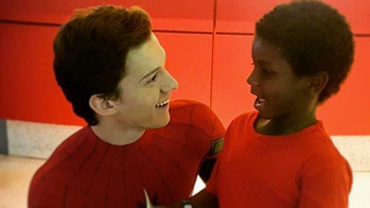 Vestido de Homem-Aranha, Tom Holland visita hospital infantil [ATUALIZADO]