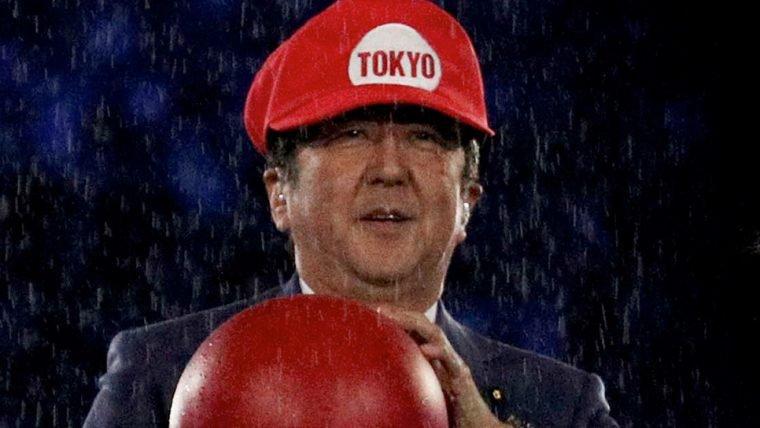 Primeiro-ministro japonês aparece vestido de Mario no encerramento das Olimpíadas