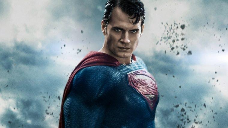 Jason Momoa garante que Henry Cavill vai continuar como Superman