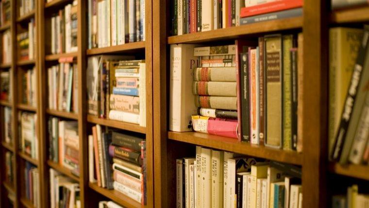 Italianos que completam 18 anos recebem 500 euros para gastar em livros, já pensou