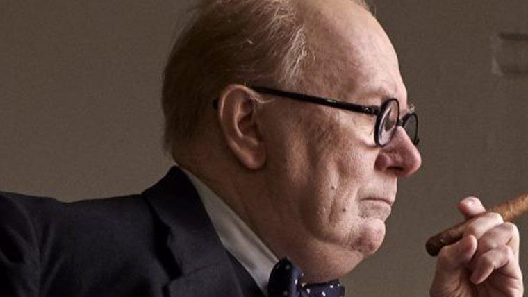 Darkest Hour | Gary Oldman aparece como Winston Churchill em foto