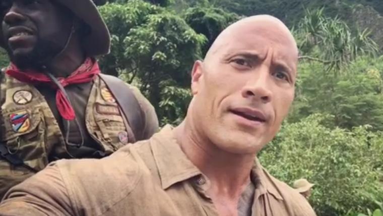 Jumanji | The Rock e Kevin Hart se preparam para cena de ação em vídeo de bastidores