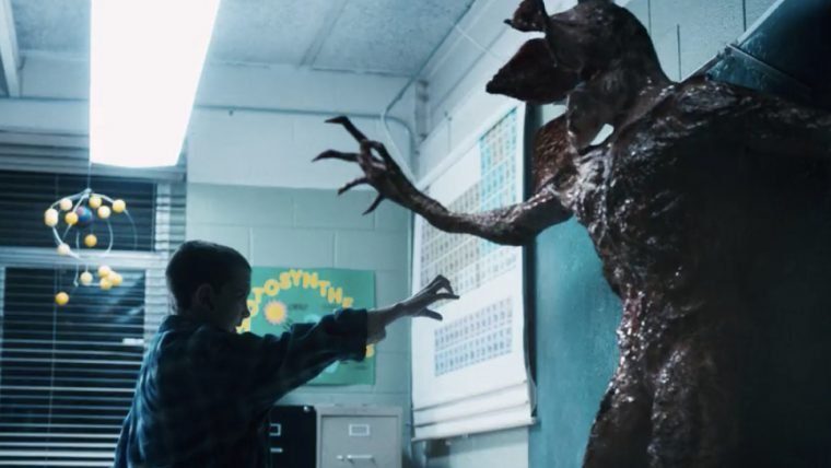 Stranger Things   Elenco se assusta em labirinto da série no Halloween Horror Nights