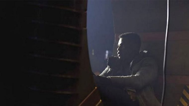 John Boyega revela nova foto de Círculo de Fogo 2
