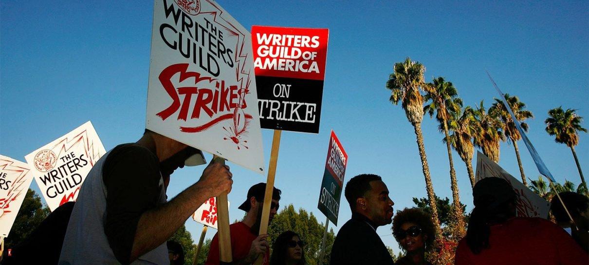 Crise a caminho: Sindicato dos Roteiristas aprova nova greve