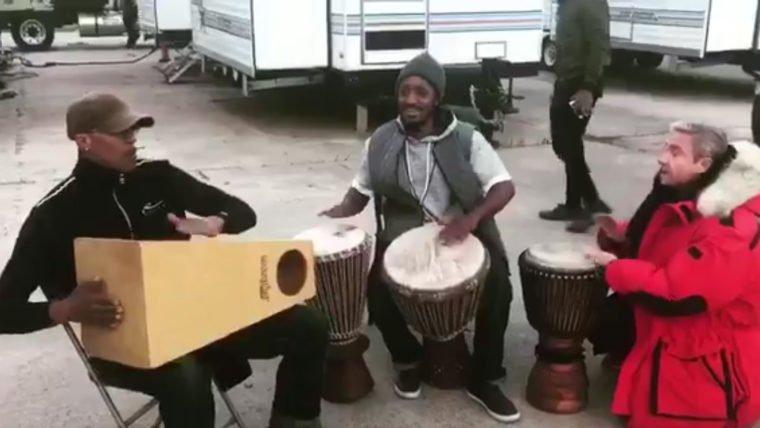 Pantera Negra | Martin Freeman bate forte o tambor em vídeo dos bastidores