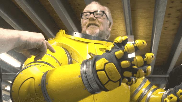 Alien: Covenant   Adam Savage mostra as armaduras do novo filme