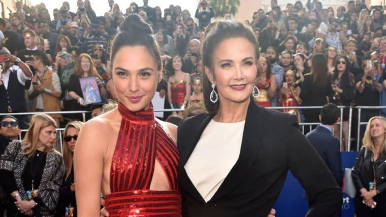 Gal Gadot e Lynda Carter se encontram na premiere de Mulher-Maravilha