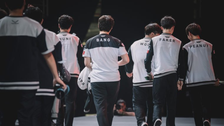 League of Legends | Evento beneficente reúne SK Telecom T1 e streamers brasileiros