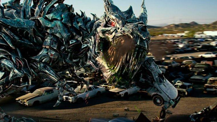 Transformers: O Último Cavaleiro   Dinossauro, ação e explosões definem o novo trailer