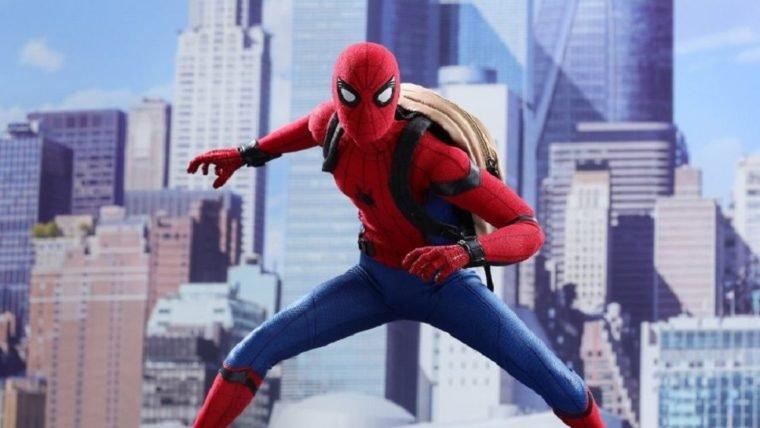 Suba pelas paredes de alegria com essa action-figure do Homem-Aranha