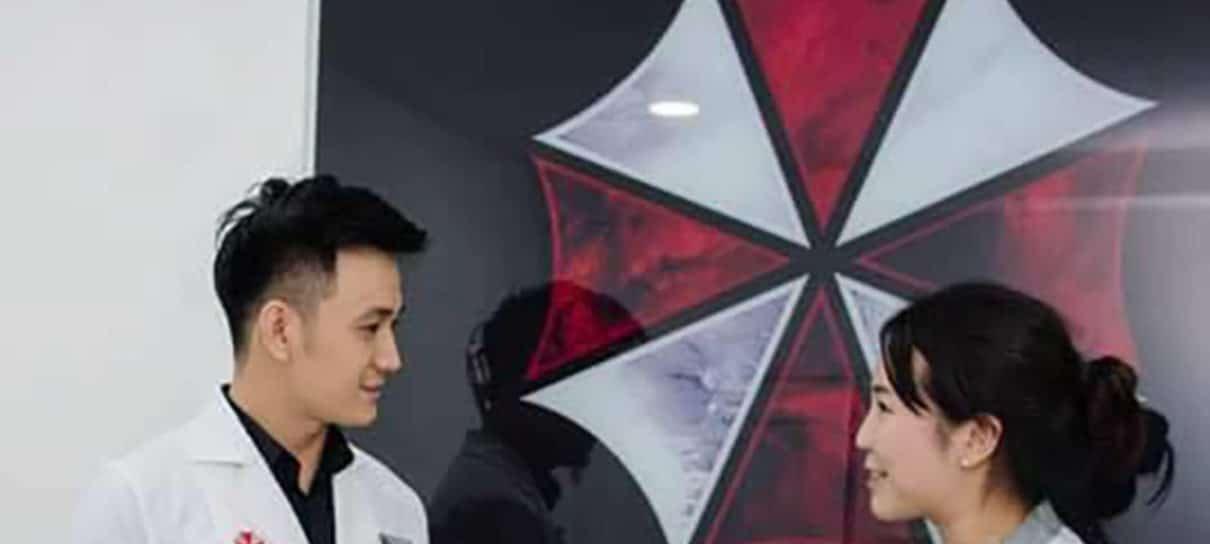 Clínica de estética copia o logo da Umbrella Corporation, de Resident Evil