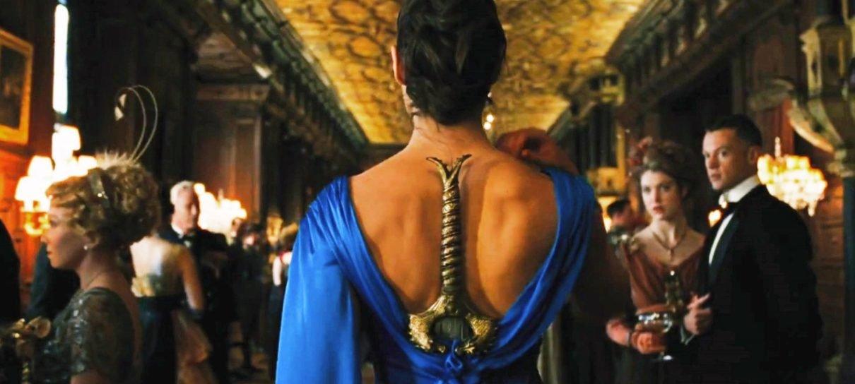 Mulher-Maravilha   Fãs transformaram a cena do vestido em meme