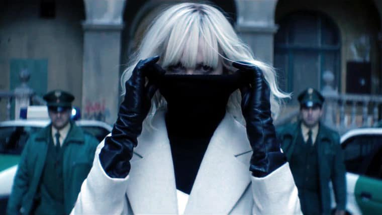 Atômica | Vídeo dos bastidores mostra Charlize Theron destruindo tudo [ATUALIZADO]