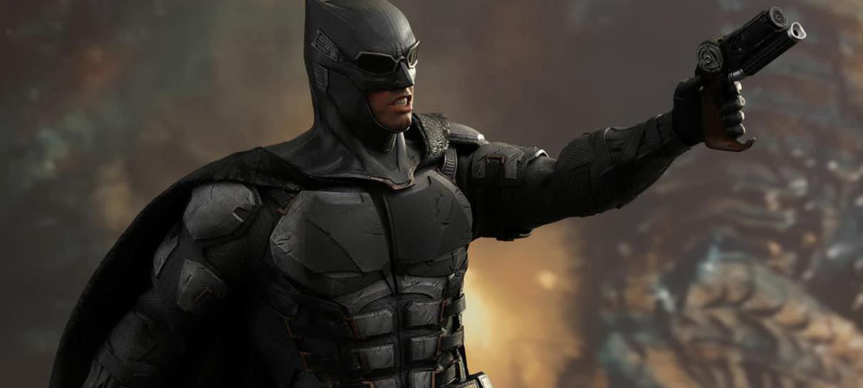 Liga da Justiça | Batman com armadura da Hot Toys está pronto para derrotar outros figures