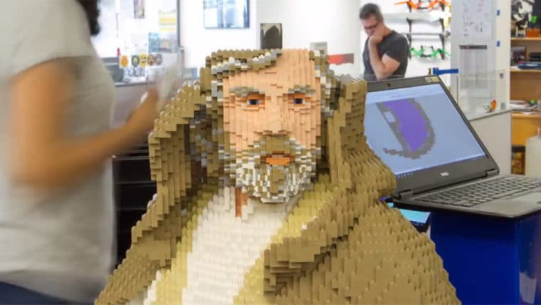 SDCC 2017 | Confira a construção da estátua em tamanho real do Luke Skywalker de LEGO