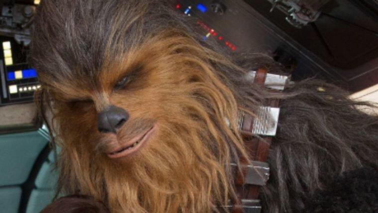 Han Solo | Ron RHoward publica foto de Chewbacca nos bastidores do filme