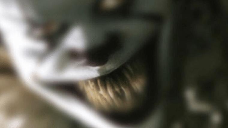 It: A Coisa   Venha rir, sorrir e se emocionar com Pennywise em nova foto