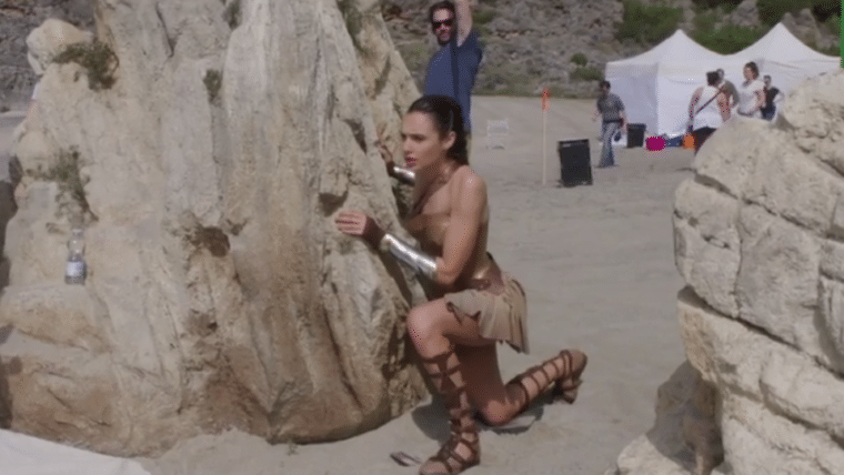 Mulher-Maravilha   Veja os bastidores da batalha na praia