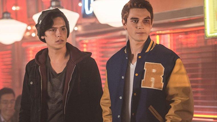 Riverdale | Nova imagem mostra Archie e seu pai feridos