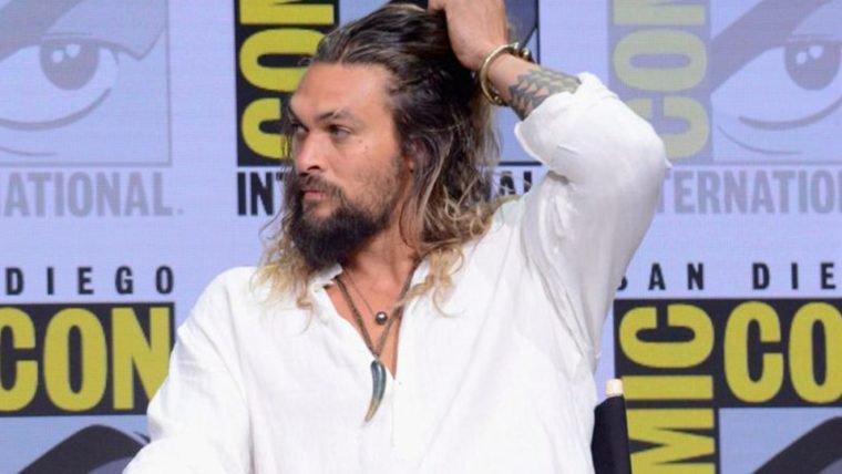 Jason Momoa pede desculpas por piada sobre estupro no painel de Game of Thrones