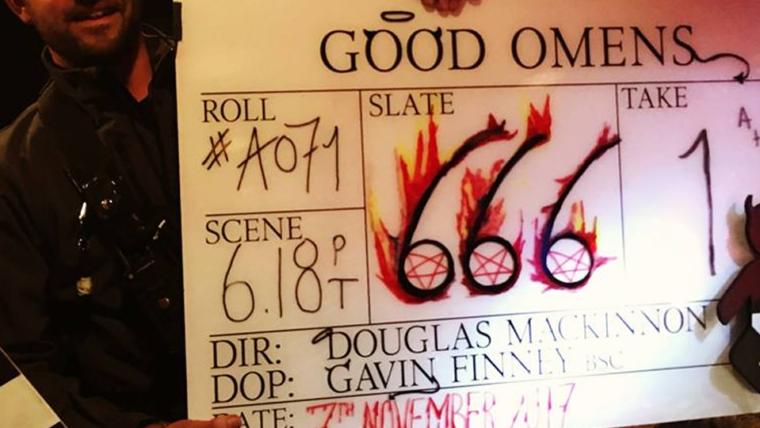 Neil Gaiman publica foto da cena número 666 de Good Omens