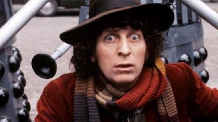 Tom Baker, o Quarto Doctor, fez uma mensagem especial para o aniversário de Doctor Who!