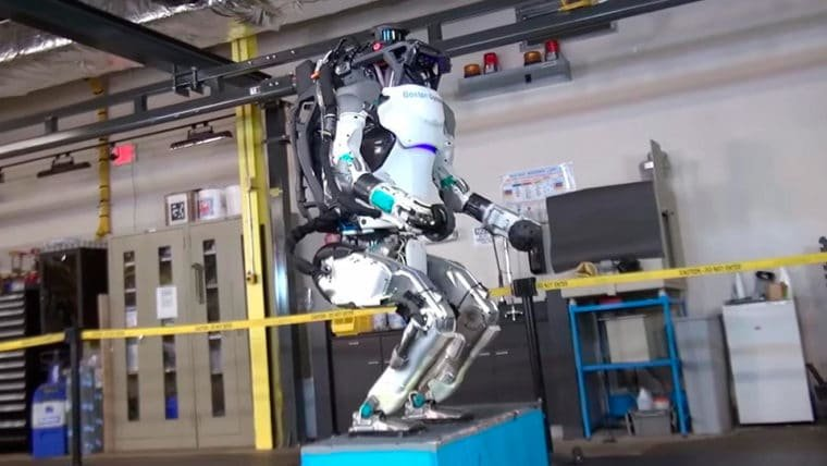 Novo robô humanoide da Boston Dynamics consegue pular e dar saltos mortais!