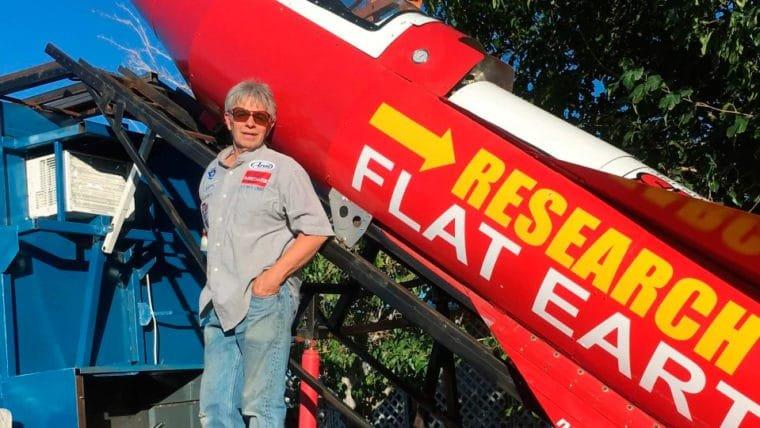 O voo de foguete do homem que quer provar que a Terra é plana foi adiado