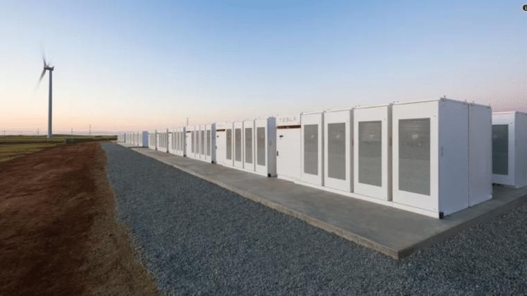 Elon Musk cumpre a promessa e constrói maior bateria do mundo em menos de 100 dias