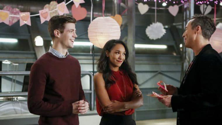 Stranger Things interrompe a lua de mel de Barry em cena deletada de The Flash
