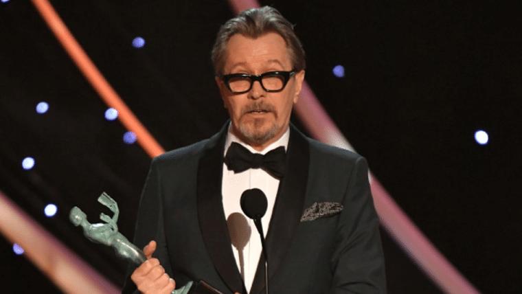 Gary Oldman diz que seu filho quer que ele faça um filme da Marvel