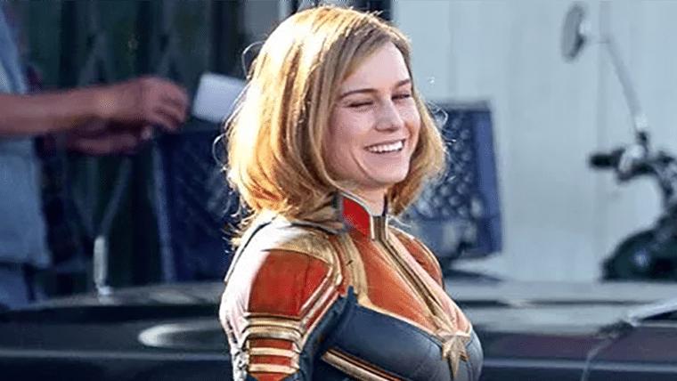 Capitã Marvel | Artista edita fotos do set e adiciona cores clássicas da personagem