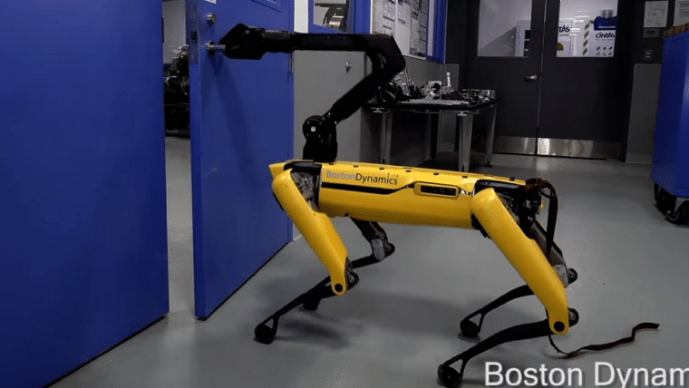Humano tenta impedir robô da Boston Dynamics de abrir porta e o vídeo parte nosso coração