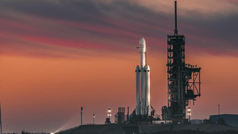 Entenda a missão do Falcon Heavy, o foguete mais poderoso do mundo