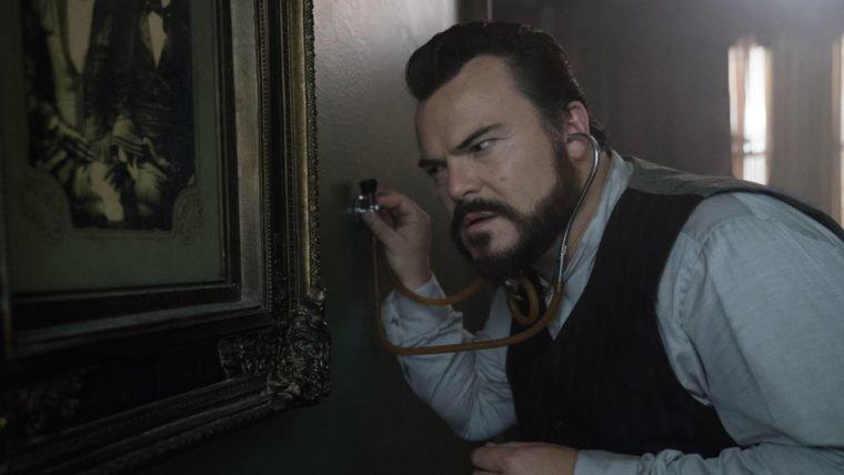 O Mistério do Relógio na Parede | Jack Black cuida de uma casa peculiar em trailer