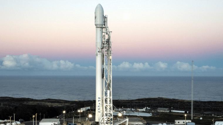 Falcon 9 é lançada com sistema que promete ajudar na limpeza do lixo espacial