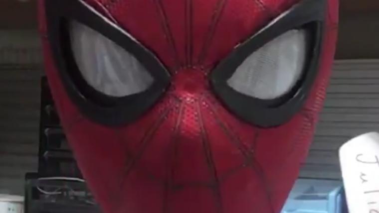 Cosplayer cria mascara com olhos mecânicos do Homem-Aranha