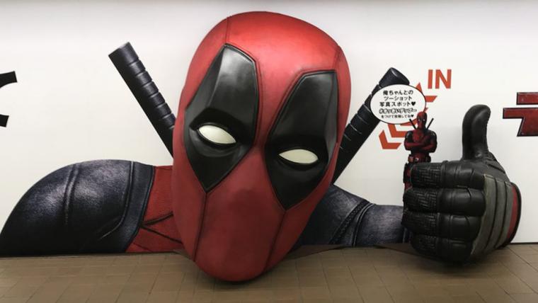 Deadpool 2 | Cabeça gigante do personagem invade o metrô de Tóquio