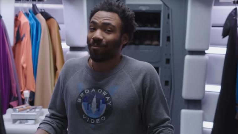 Donald Glover apresenta os interiores da Millennium Falcon em vídeo de Han Solo