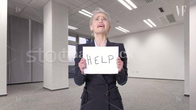 Emilia Clarke recria fotos de bancos de imagens em vídeo hilário