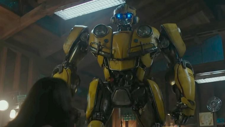 Bumblebee está de volta em sua forma clássica no primeiro trailer do filme