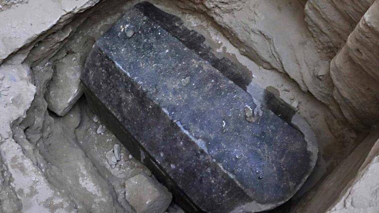 Mais de 20 mil pessoas querem beber a água de esgoto encontrada em sarcófago