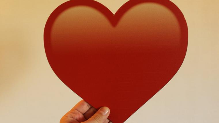 Emoji de coração vermelho é o mais usado entre os brasileiros, revela Google