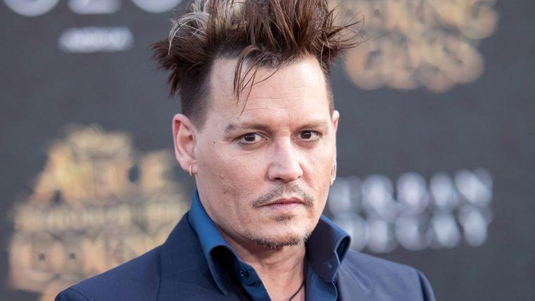 Johnny Depp é processado por agredir membro de equipe técnica em set