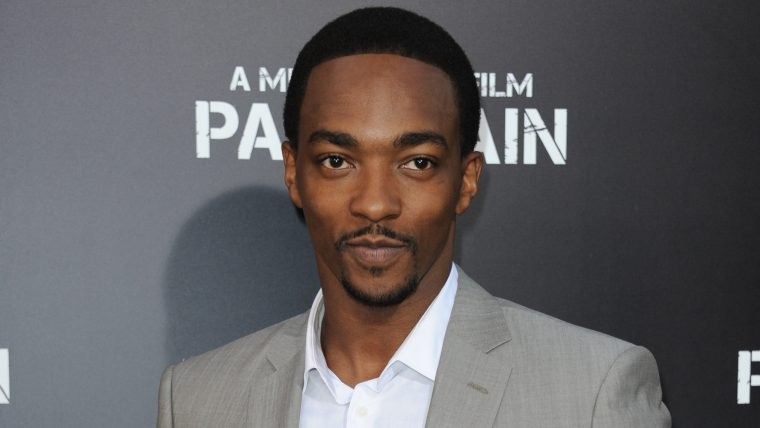 Altered Carbon é renovada para segunda temporada com Anthony Mackie de protagonista