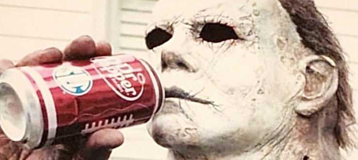 Nick Castle recria foto tirada no set do Halloween original