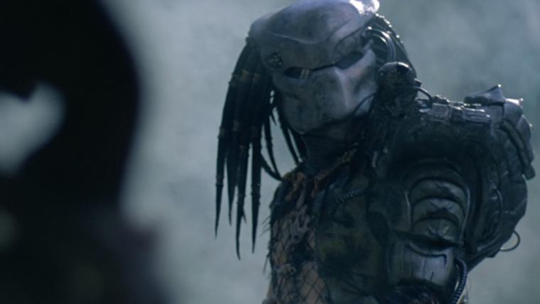 Predadores se confrontam em último trailer de O Predador