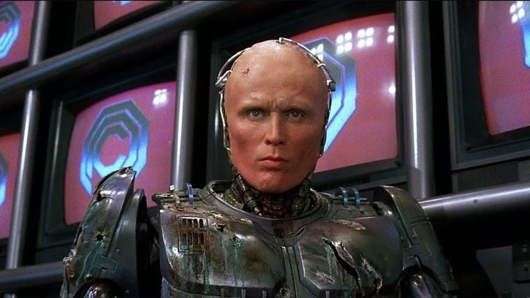 Ator que interpretou RoboCop está de volta em Detroit (para detonar a crise das Artes)